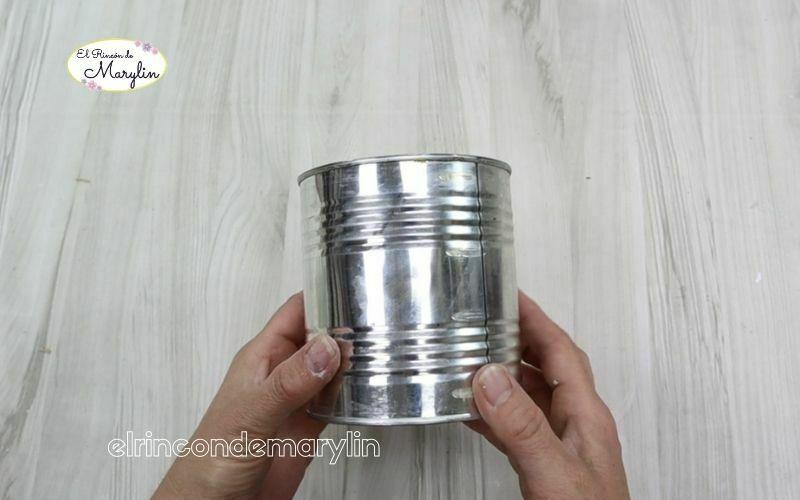 macetero con latas recicladas